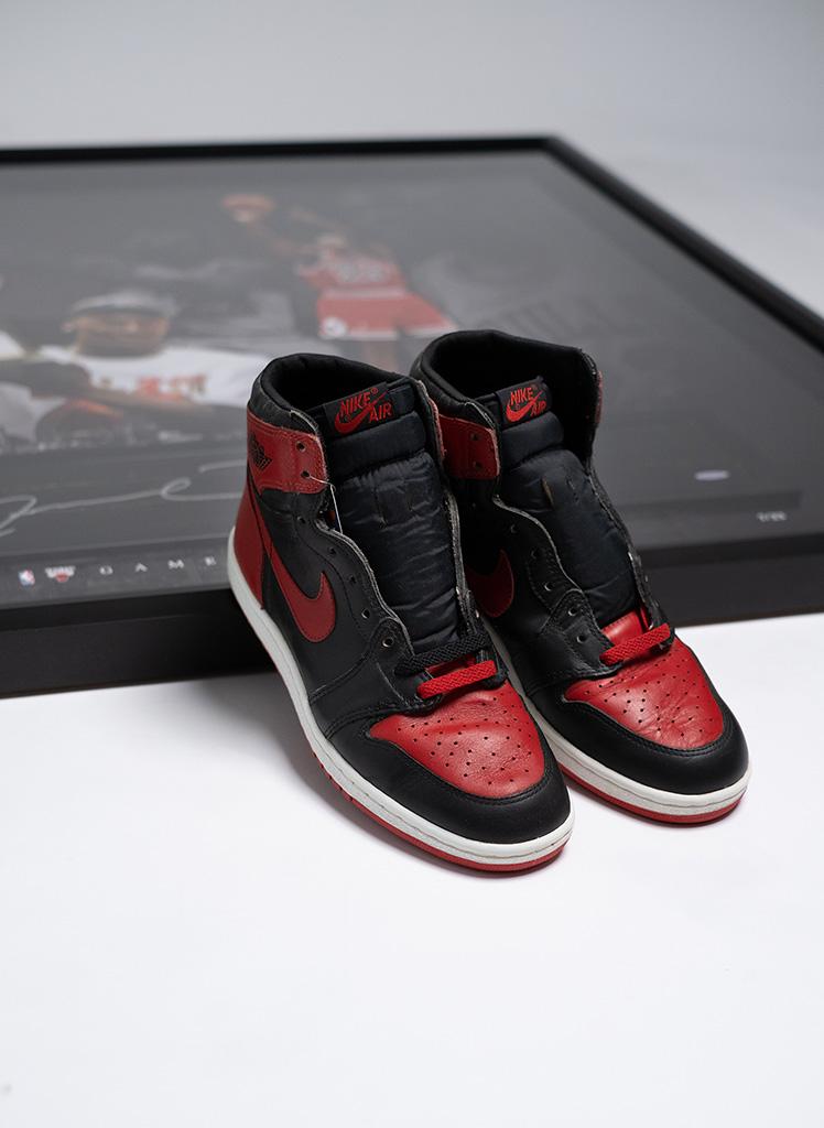 Nike AJ1 Bred 1985 + Game-Used & Signed